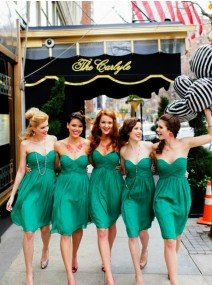 Fashion A-Line Sweetheart Knee Length Green Bridesmaid Dress with Ruched